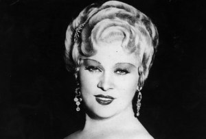 circa 1933:  American film actress & sex symbol, Mae West (1892 - 1980).  (Photo by Hulton Archive/Getty Images)